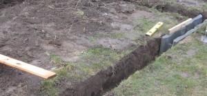 Schalsteine für Gewächshaus Fundament verlegen