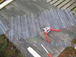 Wellplatten mit der Gartenschere schneiden